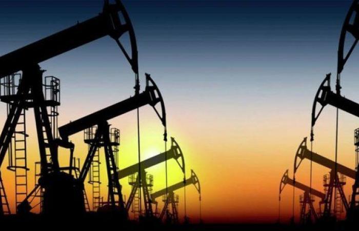 صورة استقرار أسعار النفط إثر تراجع مخزونات الخام الأمريكية