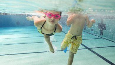 صورة الغرق في البحر أو حمام السباحة.. كل ما تحتاج معرفته لمنع طفلك من الخطر