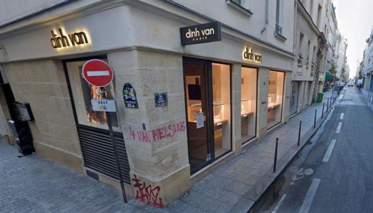 صورة سطو مسلح على متجر شهير للمجوهرات في باريس