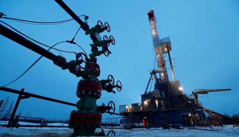 """صورة مخزونات الخام الأمريكية تكسر """"نحس"""" الهبوط.. ماذا حدث لسعر النفط؟"""